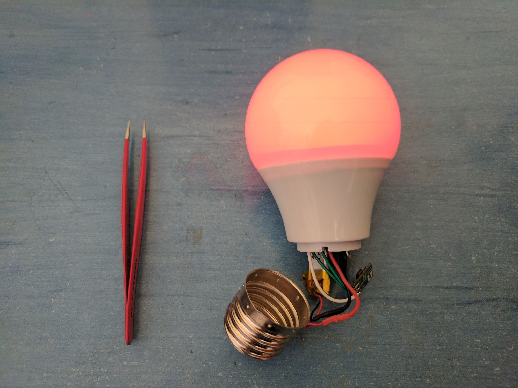 How To Make Your Very Own Wireless, Extra-Magic Smart Bulb ?