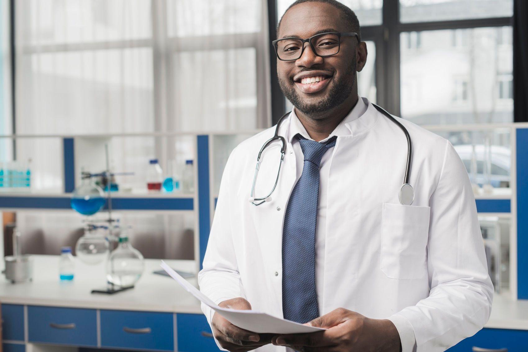 Como os médicos podem lucrar fora do consultório?
