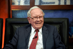"""Warren Buffett แชร์สุดยอดคำแนะนำที่เคยได้รับ """"เงียบไว้ก่อน"""" และ """"ทำงานกับคนที่เราชื่นชอบ"""""""