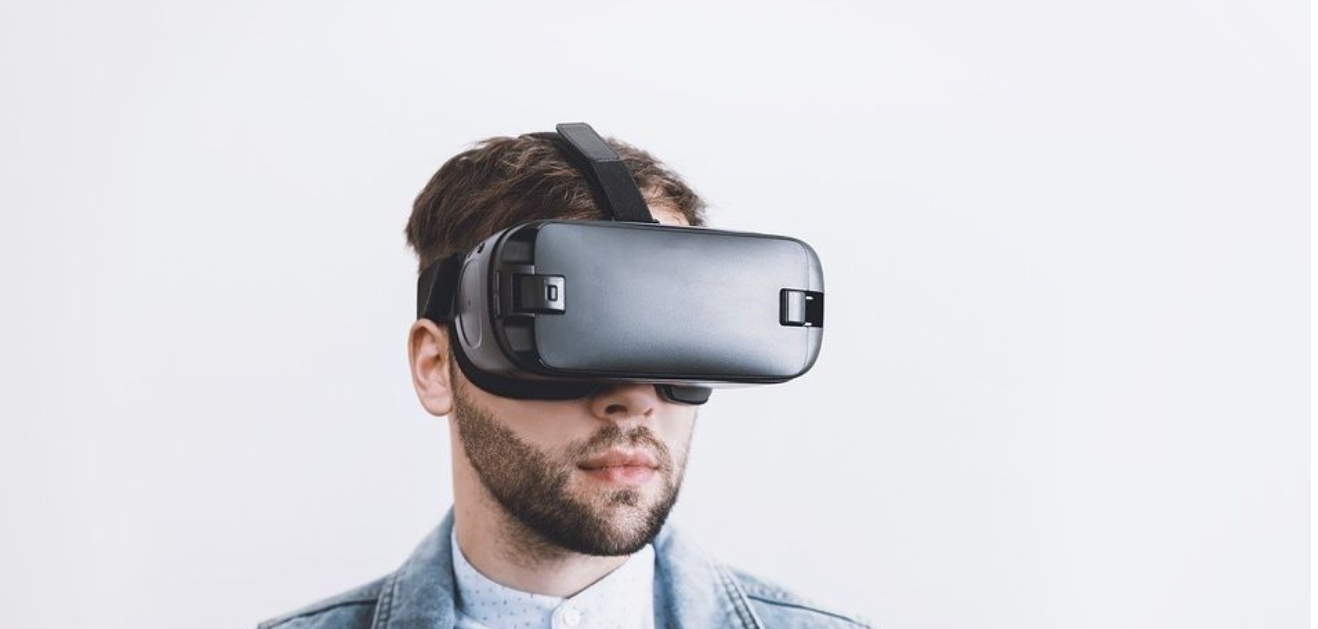 How can virtual reality be relevant to mental health?