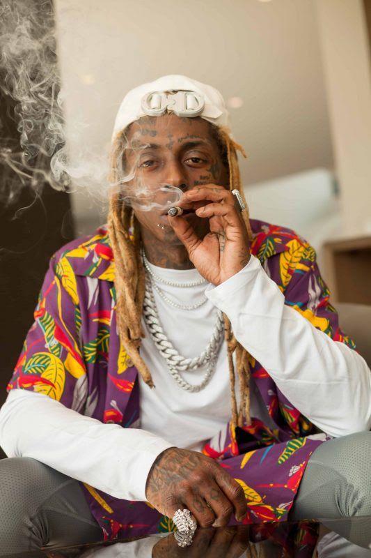 Lil Wayne enjoying GKUA products (C) Baqi Kopelman