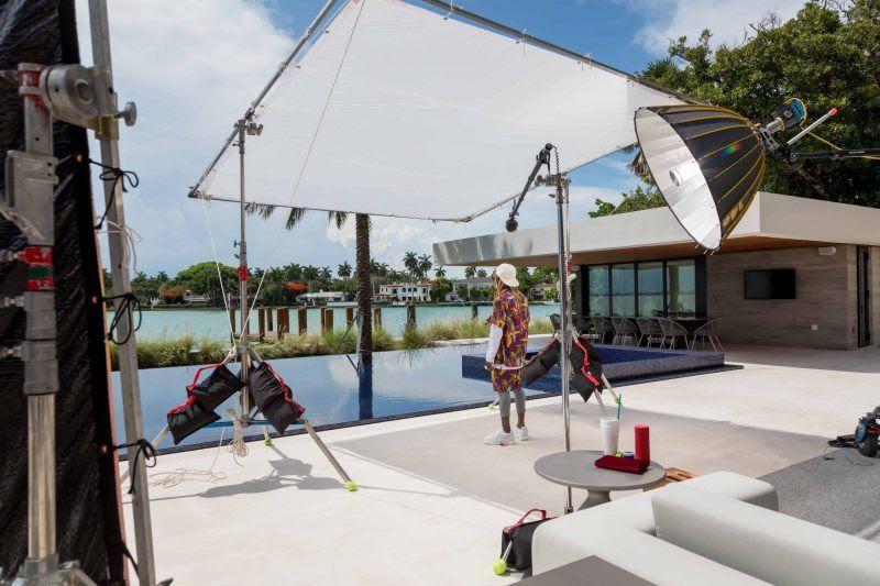 lil-wayne-photo-shoot-infront-of-pool