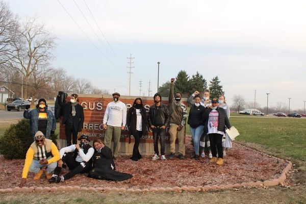 Activists Organize Rally in Michigan to Protest Inhumane Treatment of Prisoners Affected by Covid-19