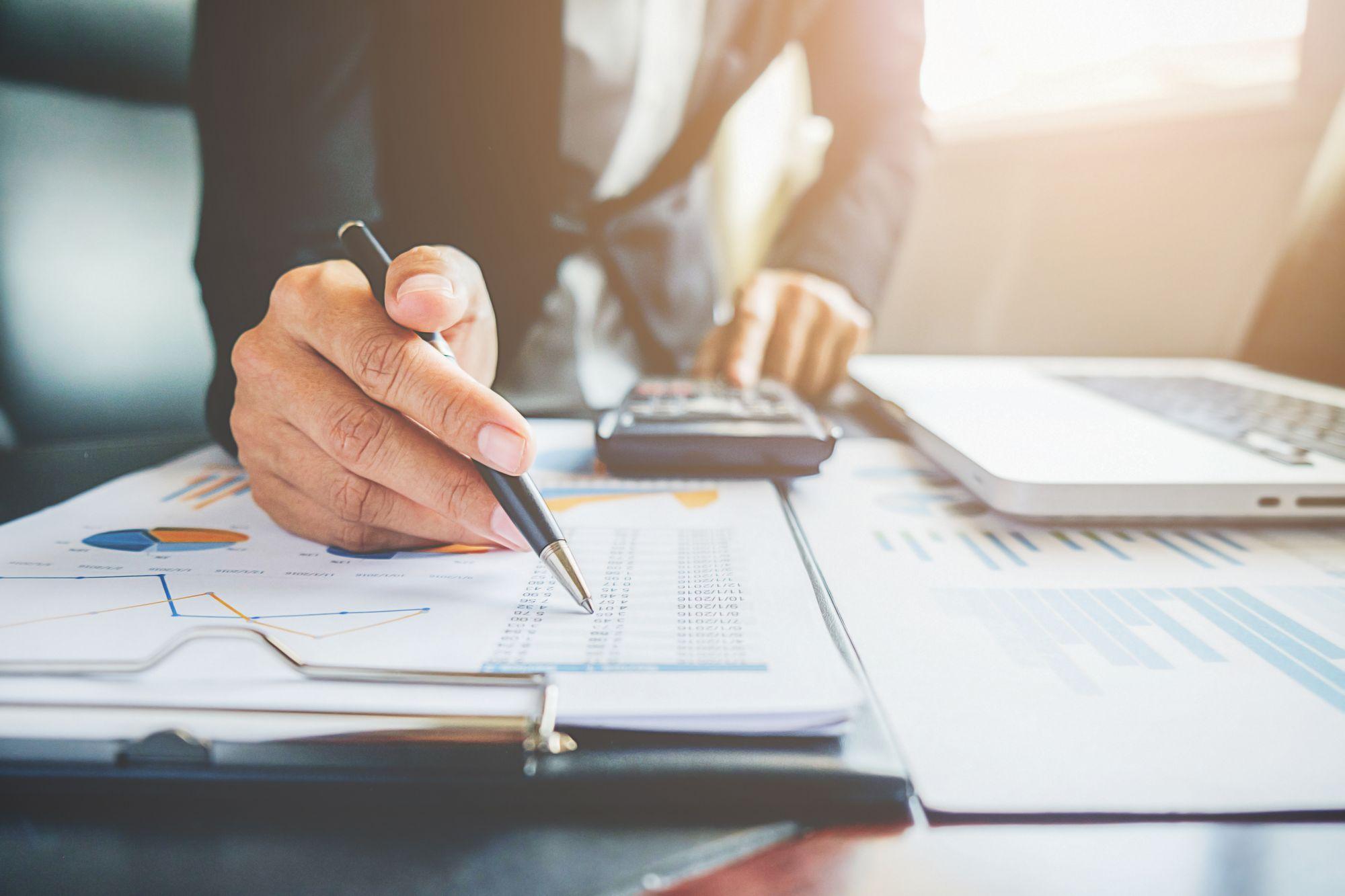 ¿Cómo registrar fácilmente los gastos recurrentes de la clínica?