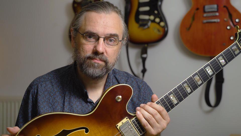 Jens Larsen online guitar teacher